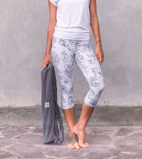 shirt-smilla_white_3-4-leggings-trisha_white_front