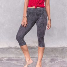 shirt-phoebe_snowberry_3-4-leggings-keli_charcoal_front